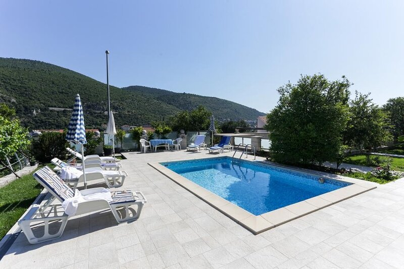 Villa Celenca - Two Bedroom Apartment with Terrace and Pool View, vacation rental in Gornje Obuljeno