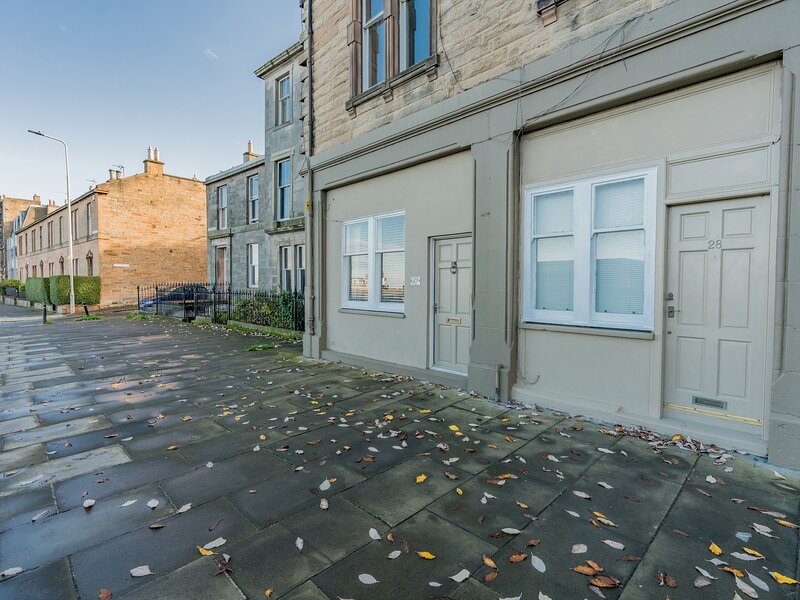 29 TRINITY CRESCENT, WiFi, garden, in Edinburgh, vacation rental in Burntisland