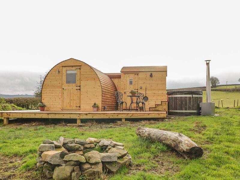 Embden Pod at Banwy Glamping, Llanfair Caereinion, holiday rental in Dolanog