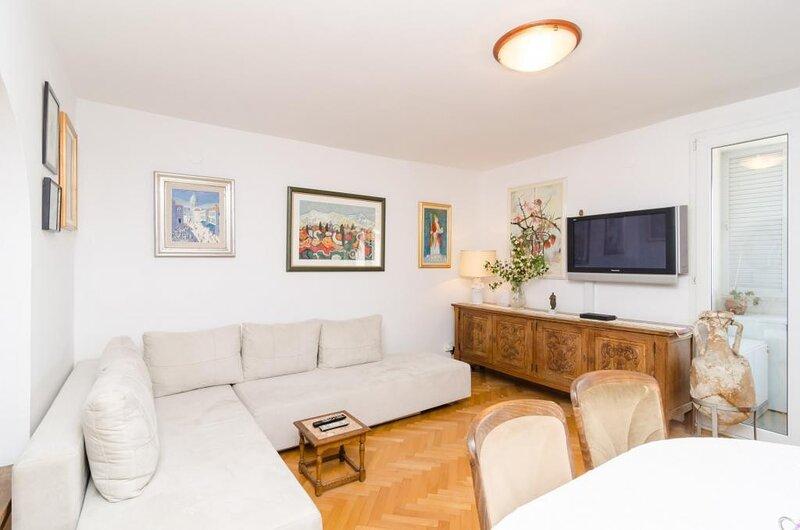 Sea View Apartments - Three-Bedroom Apartment with Sea View - Zlatni Potok 30, holiday rental in Sumet