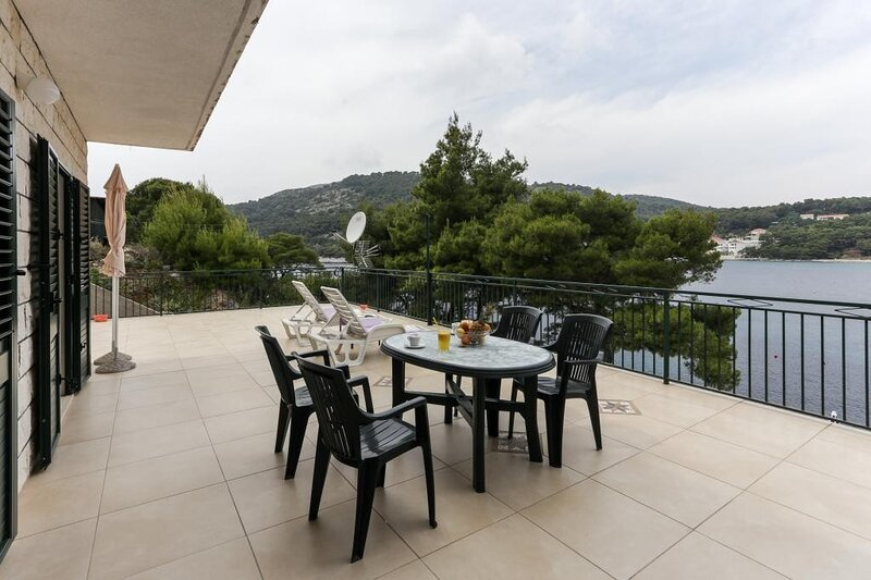Apartments Posta - One-Bedroom Apartment with Terrace and Sea View (4 Adults), vakantiewoning in Saplunara