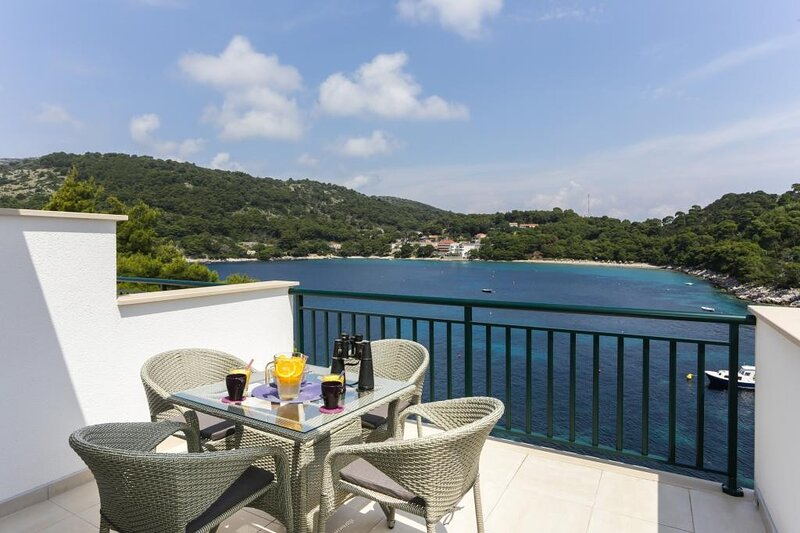 Apartments Posta - One-Bedroom Apartment with Terrace and Sea View, holiday rental in Saplunara