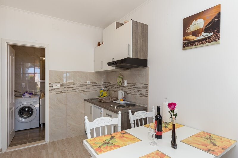 Apartments Olive - One Bedroom Apartment with Terrace and Partial Sea View, holiday rental in Srebreno