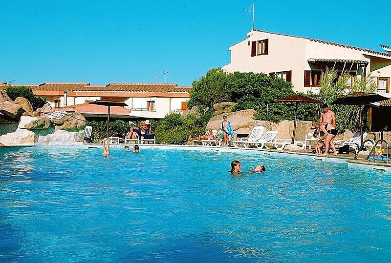 Apt. Capo Dorso 2BB with shared Swimming Pool, casa vacanza a Le Saline