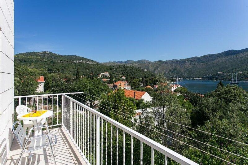 Apartments Marina - One Bedroom Apartment with Balcony and Sea View, casa vacanza a Stikovica