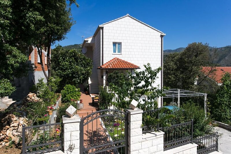 Apartments Marina - One Bedroom Apartment, casa vacanza a Stikovica