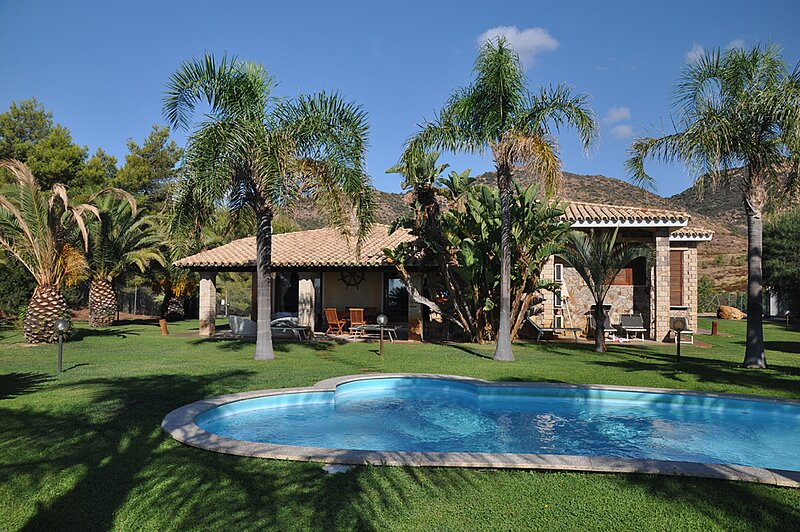 Villa Roberto 3p, with Sea View and Swimming Pool, holiday rental in Eden Rock