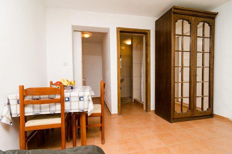 Apartments Lemeš - Comfort Studio Apartment with Terrace Ap3, casa vacanza a Drace
