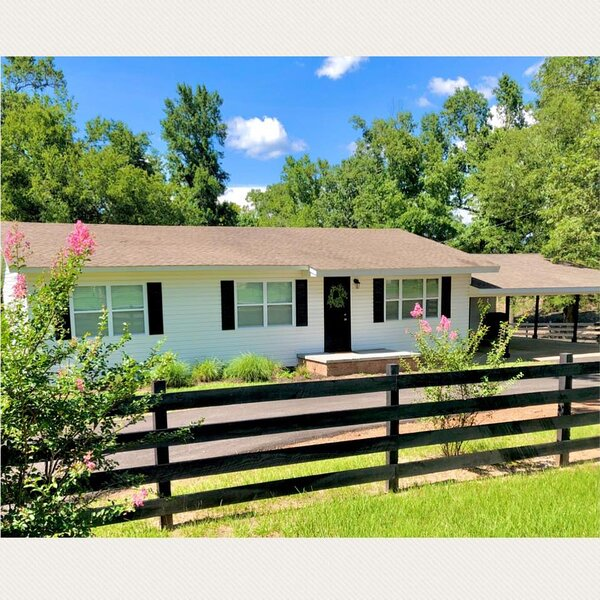 Eagle Creek Cottage - Minutes away from Lake O' Pines!, holiday rental in Avinger