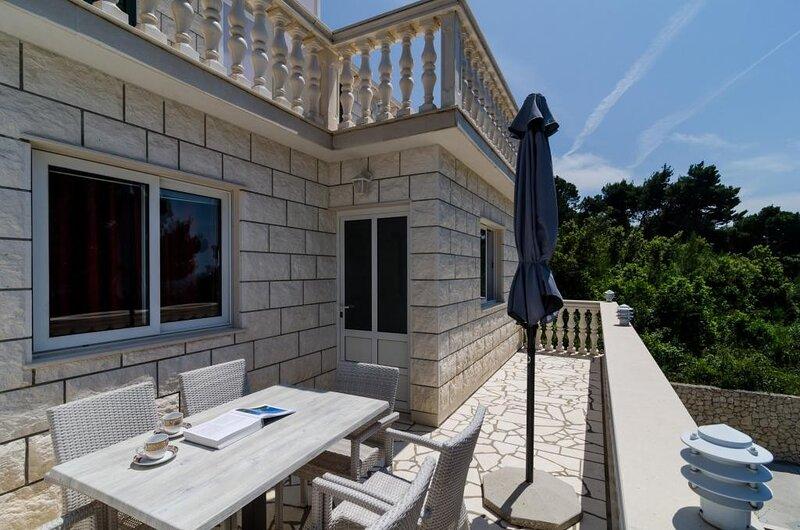 Apartments Villa Dingač-Borak - Comfort Two-Bedroom Apartment with Balcony, aluguéis de temporada em Potomje