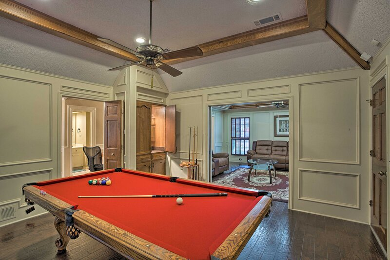 NEW! Family-Friendly Home w/ Pool Table & Grill!, vacation rental in Princeton