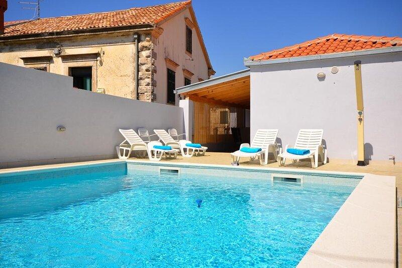 Villa Belmondo- Three Bedroom Villa with Terrace and Private Pool, holiday rental in Zastolje