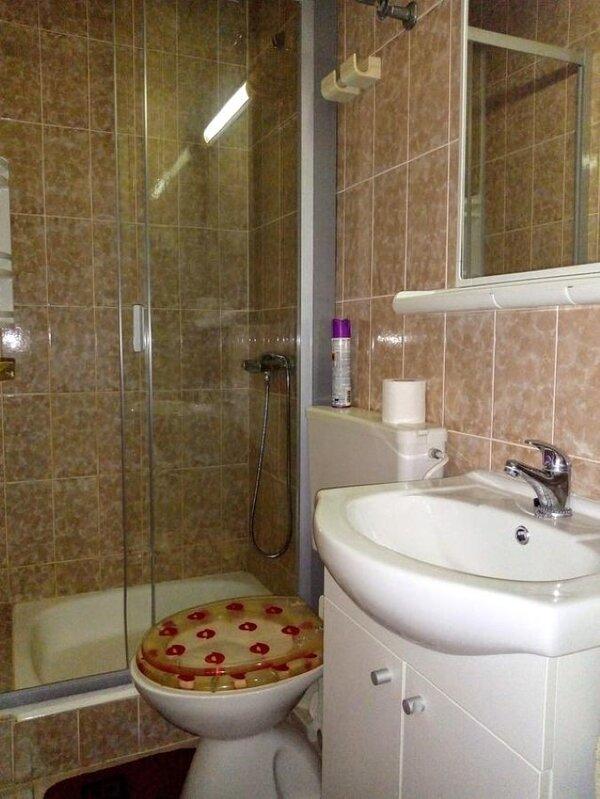 A4(2+2): bathroom with toilet