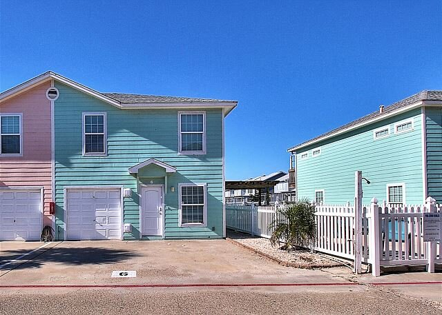 Amazing home and location, community pool and just a short walk to the beach!, alquiler de vacaciones en Port Aransas