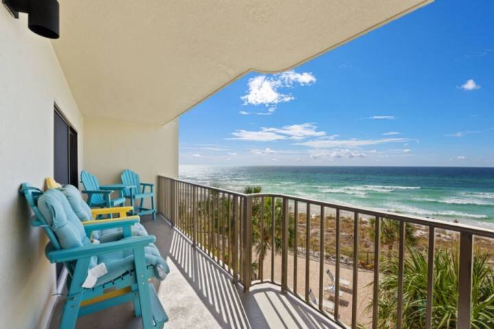 NEW LISTING: Renovated Beachfront 3BR Sleeps 10 Includes FREE Beach Chairs, WIFI, holiday rental in Highland City