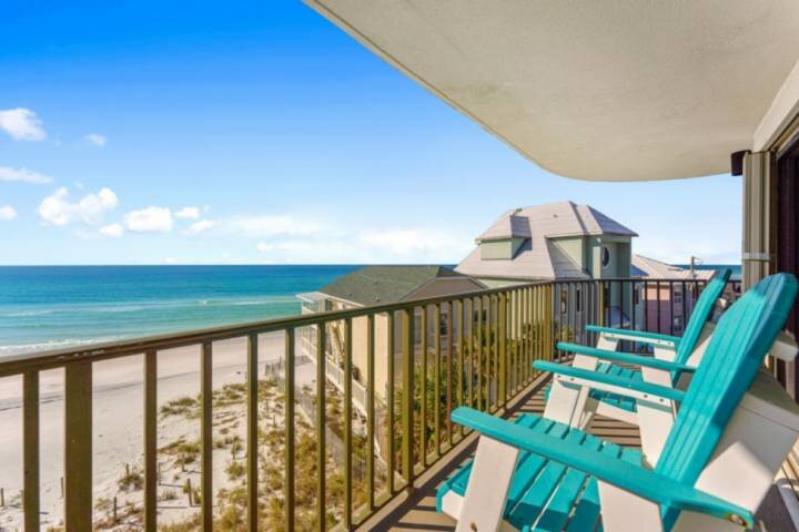 NEW LISTING: 3BR Beachfront, Beach Chair Service Included, Sleeps 10, Full Kitch, holiday rental in Parker