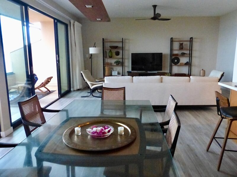 Gorgeous two bedroom, two bath premium beach front condo; stunning setting!, aluguéis de temporada em Makena