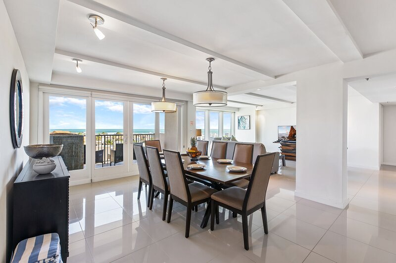 Oceanview perfection! Spacious condo in beachfront resort. Pet Friendly, holiday rental in South Padre Island