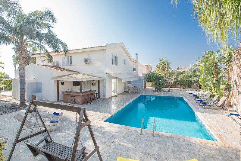 Rania Villa, Sleeps 10 with Private pool and FREE UK Sat, aluguéis de temporada em Ayia Napa