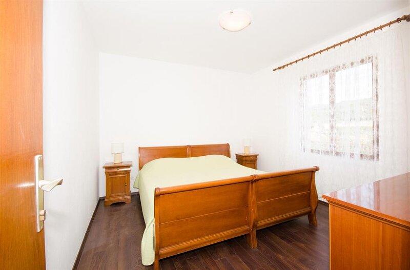 Rooms Rose - Romantic Double Room with Balcony and Sea View, alquiler de vacaciones en Molunat