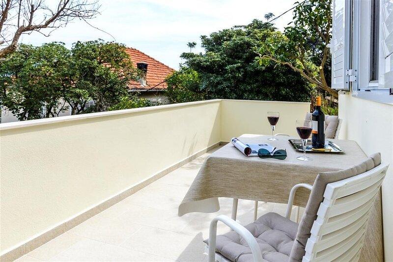 Guest House Rooms Rose - Studio with Terrace, alquiler de vacaciones en Molunat