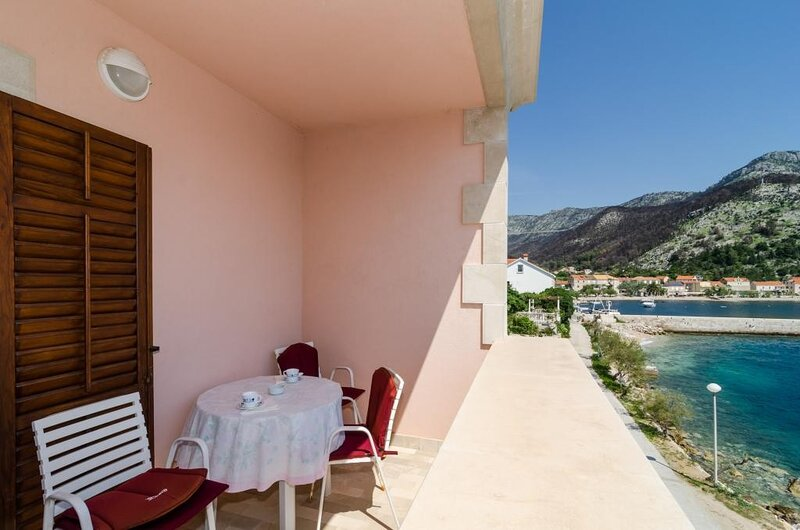 Apartments Bezek - Studio Apartment with Sea View, holiday rental in Trstenik