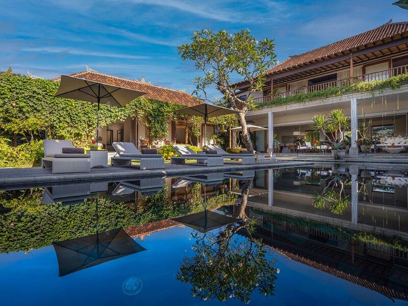 Villa Mandalay Dua, 4BR, Seseh-Tanah Lot, casa vacanza a Buwit