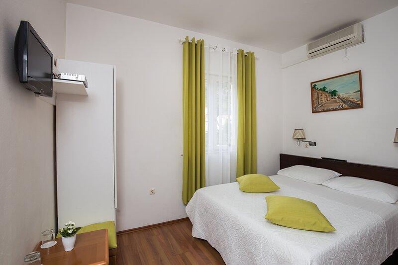 Villa Konalić - Economy Double Room with Garden View, holiday rental in Prijevor