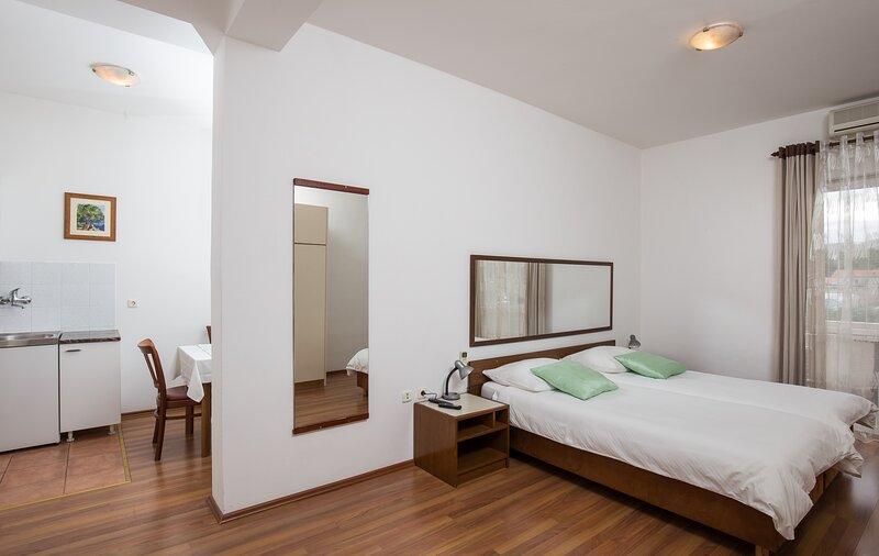 Villa Konalić - Comfort Studio Apartment with Balcony and Sea View, holiday rental in Prijevor