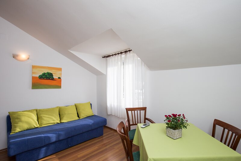 Villa Konalić - One Bedroom Apartment with Sea View, holiday rental in Prijevor