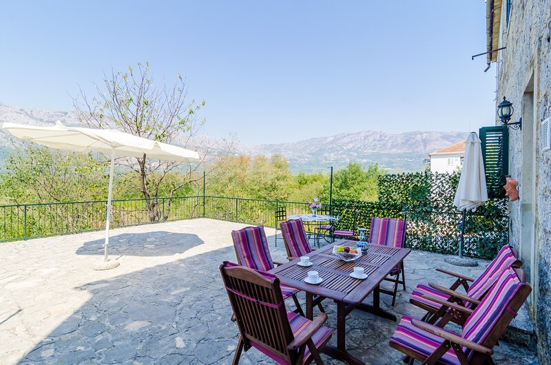 Stone House ''DiMaTo'' - Four Bedroom Holiday Home with Terrace, holiday rental in Zastolje