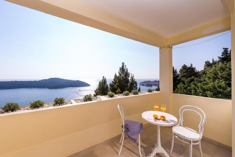 One-Bedroom Apartment with Balcony and Sea View - Zlatni Potok 13, holiday rental in Gornji Brgat