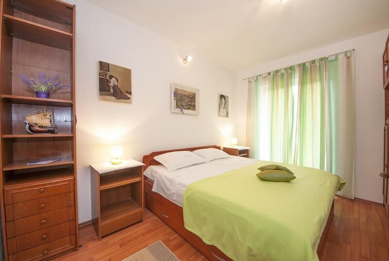 Apartments Kalajzic- Comfort Two Bedroom Apartment with Terrace(A1) (ST), vacation rental in Pucisca