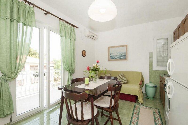 Apartments Fortuna - One Bedroom Apartment with Balcony (Green), alquiler de vacaciones en Silo