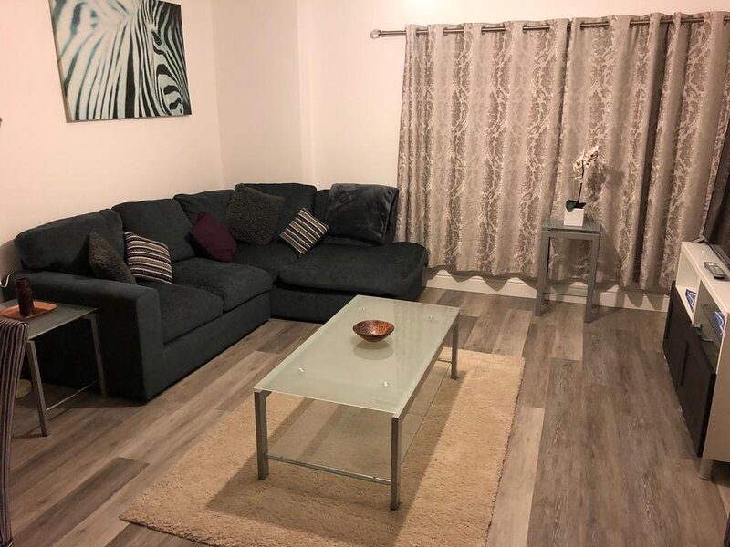 Modern 2-Bed Apartment by Cabot Circus Bristol, alquiler de vacaciones en Kingswood
