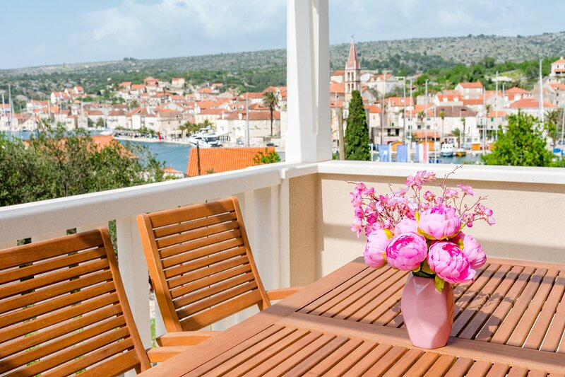 Apartments Sunny Days - Comfort Two Bedroom Apartment with Terrace and Sea View, holiday rental in Unije
