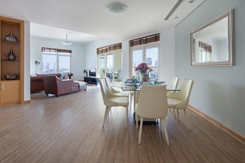 Premium 3BR with Study on Palm Jumeirah - Large Balcony & Near Beach, alquiler de vacaciones en Jebel Ali