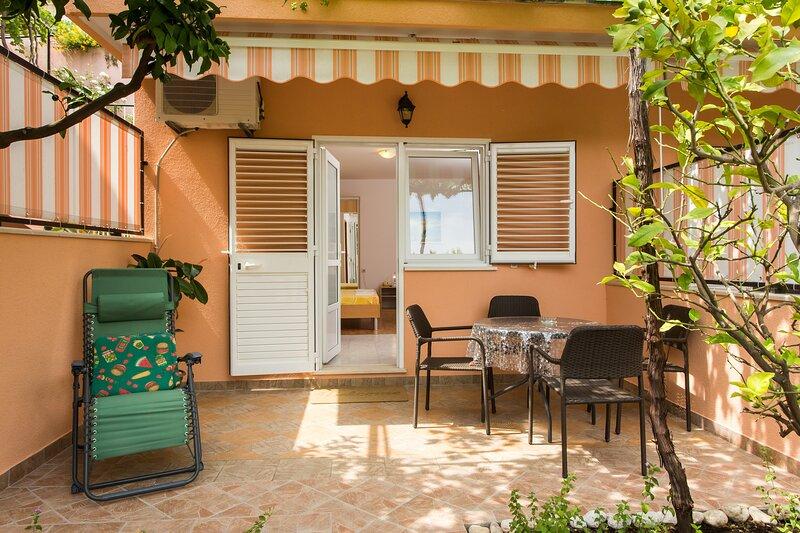 Apartments Bibijana- Premium Studio Apartment with Patio and Sea View, location de vacances à Srebreno