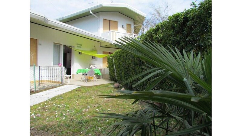 Villa Private Garden And Parking, holiday rental in Bibione Pineda
