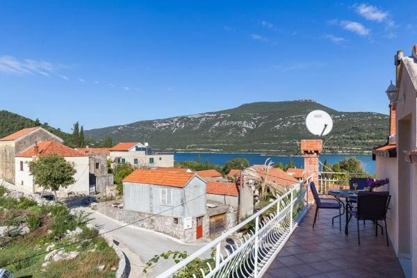 Apartments Memunić - Comfort One Bedroom Apartment with Balcony and Sea View, holiday rental in Hodilje