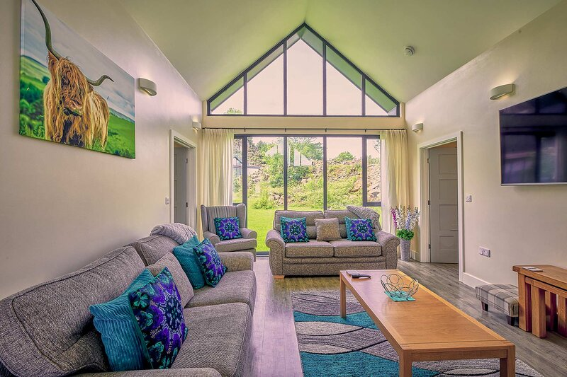 Whinstone Lodge, holiday rental in Waren Mill