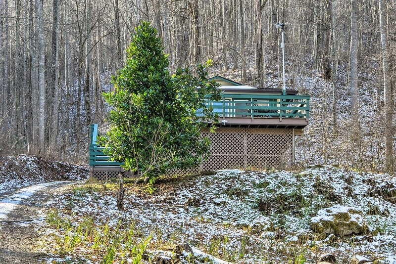 Private Exterior | Mountainside Location