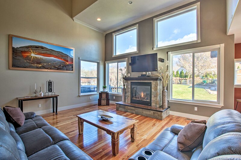 NEW! Pleasant View Home; Deck & Yard w/ Mtn View, holiday rental in Brigham City