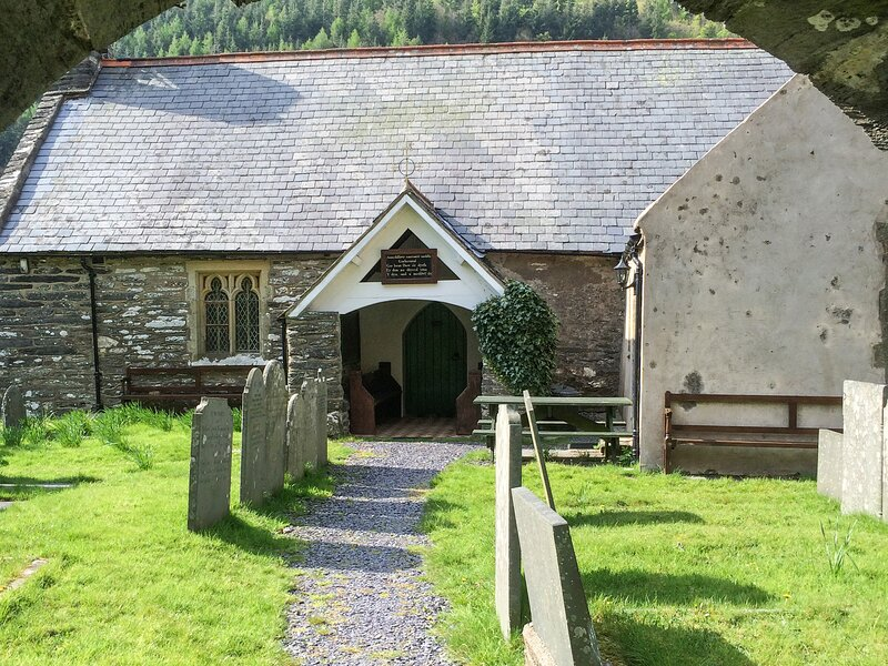 ST. MARY'S, converted Grade II* listed church, original featurs, walks from the, vacation rental in Corris