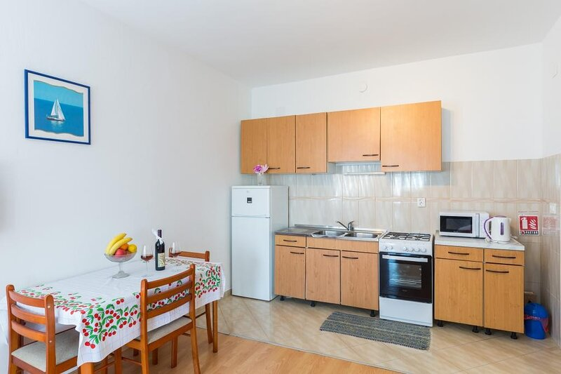 Apartments Vidović - One Bedroom Apartment with Patio and Sea View (Mrkan), holiday rental in Soline