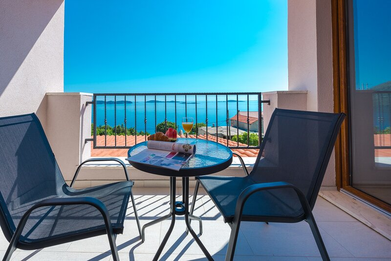 Villa Made 4U - Superior One Bedroom Apartment with Balcony and Sea View, holiday rental in Soline