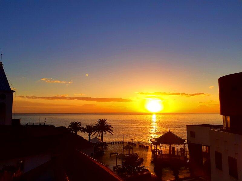 Sea Breeze Villa -  in front of the beach, holiday rental in Estreito de Camara de Lobos