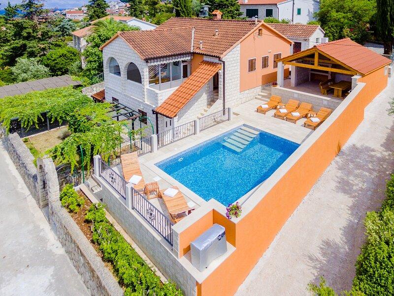 Holiday Home Villa Frančeska - Duplex Holiday Home with Terrace and Sea View, location de vacances à Postira