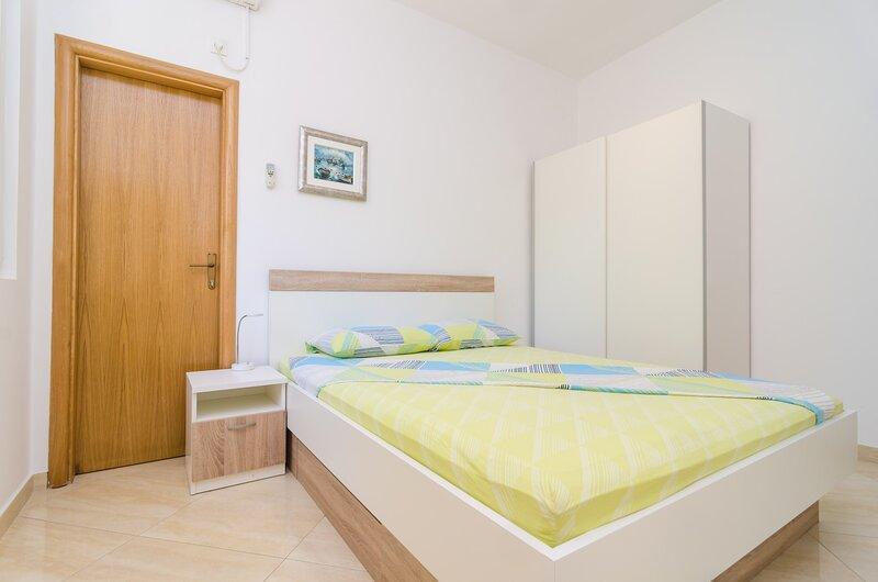 Apartments & Rooms Barišić - Standard Studio Apartment with Balcony, location de vacances à Kupari