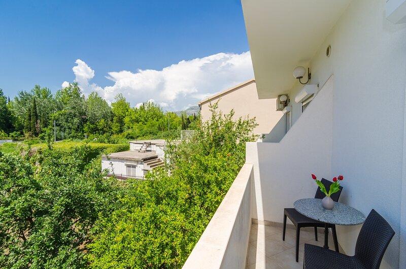 Apartments & Rooms Barišić - Double Room with Balcony, location de vacances à Kupari